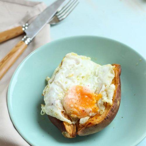 Boniato asado con huevo a la plancha
