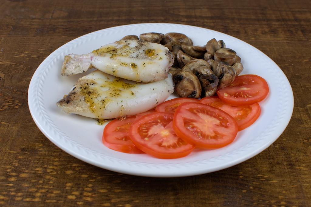 calamares plancha champis salteados ensalada tomate