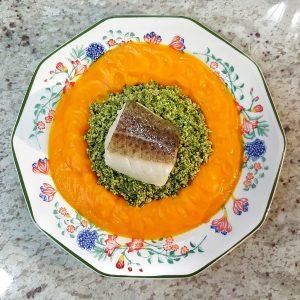 Crema de zanahorias con brócoli y bacalao