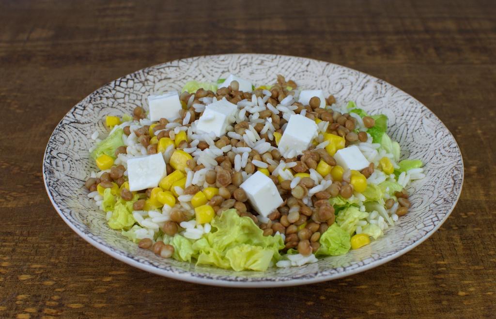 ensalada arroz maiz lentejas queso fresco