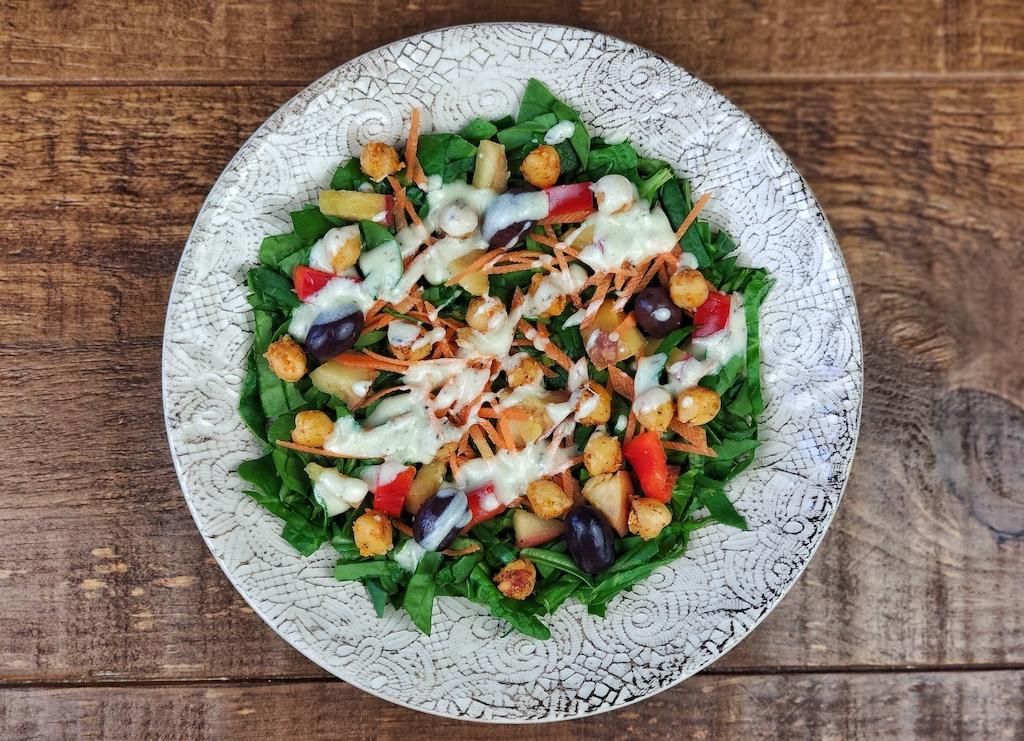 ensalada espinacas manzana garbanzos especiados aliño vegano