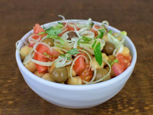 ensalada garbanzos puerro tomate