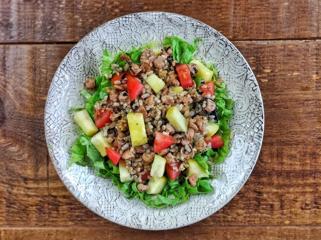 Ensalada templada con arroz y _no-atún_ vegano