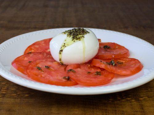 ensalada tomate mozzarella aceite albahaca