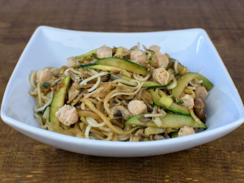 espaguetis salteados verduras soja texturizada