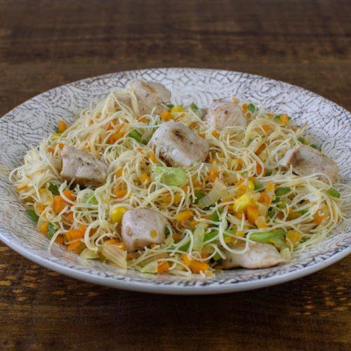 Fideos de arroz estilo 3 delicias con pavo