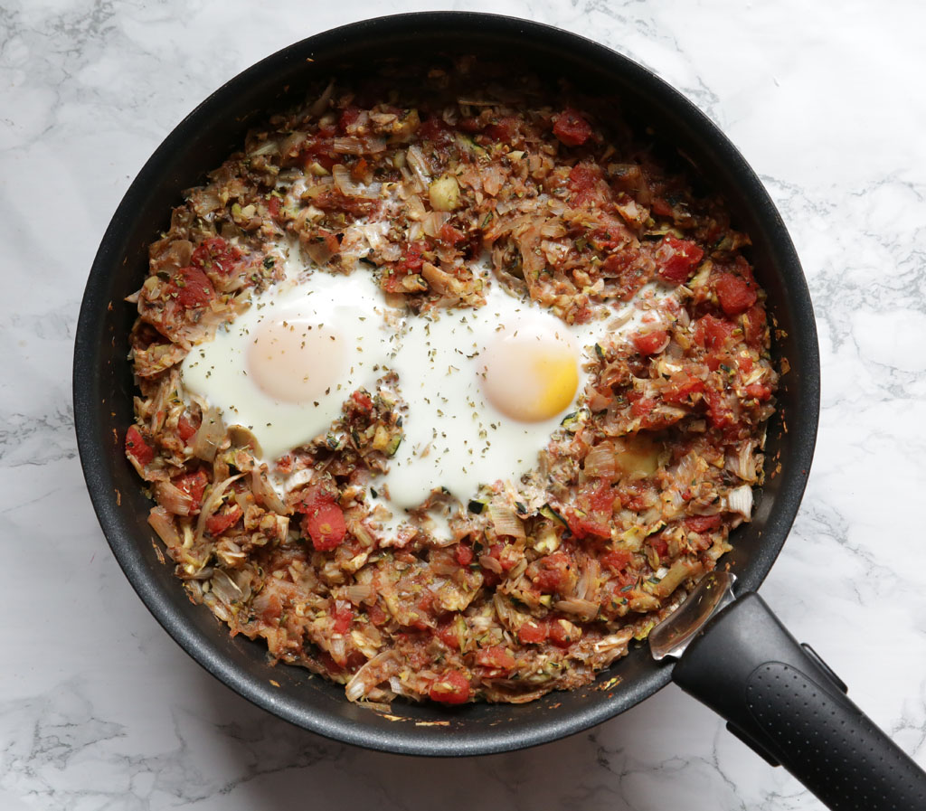 Huevos al horno con vegetales