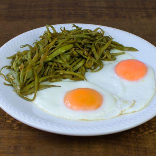 huevos plancha judias verdes salteadas