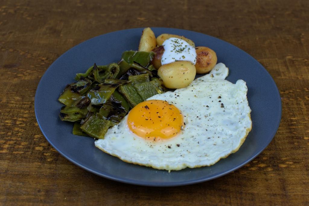 huevos plancha pimiento verde patata