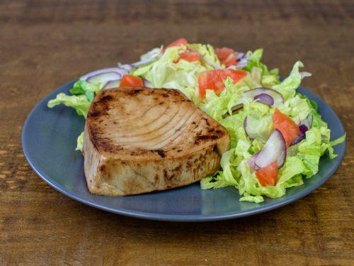 Lomo de atún a la plancha con ensalada