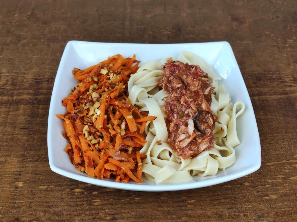 pasta salsa soja texturizada tomate olivas salteado rapido zanahorias