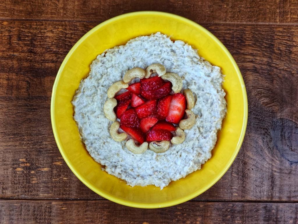 porridge avena fresas anacardos