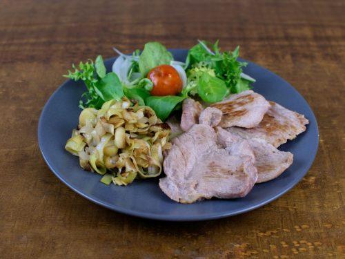 solomillo plancha puerro pochado ensalada