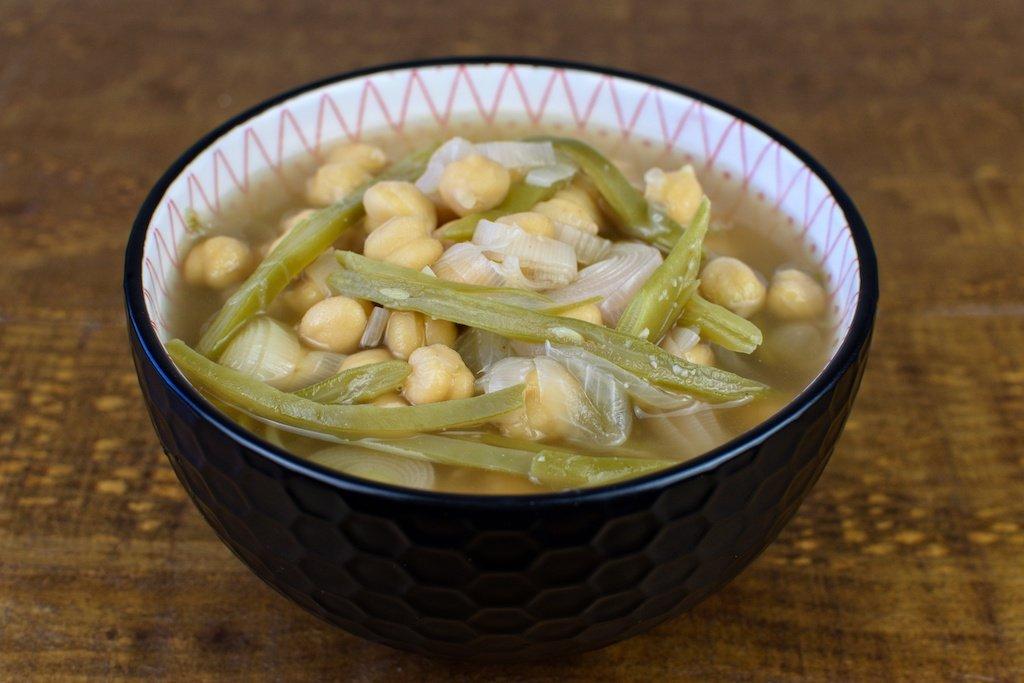 sopa de garbanzos con puerro y judia verde