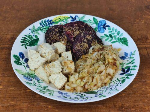 tofu puerro salteado remolacha plancha
