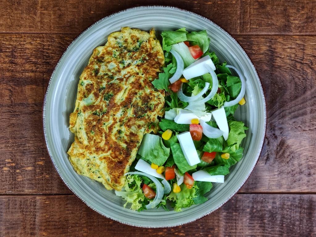 tortilla brocoli ensalada maiz queso