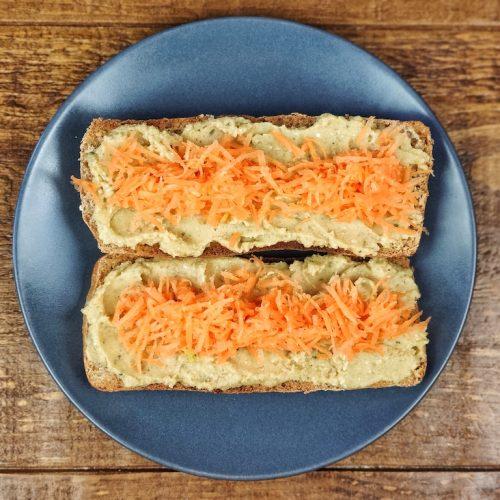 tostada hummus zanahoria