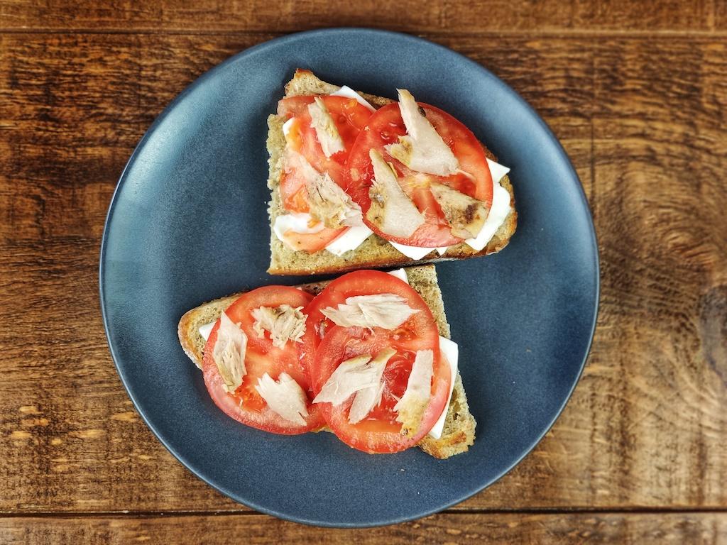 tostada queso fresco tomate atun