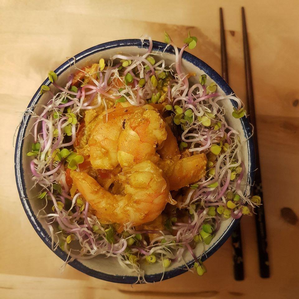 wok de langostinos y verduras al curry